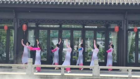 《映山红》张怡、傲智、陈茜、艳丽、黄倩等七仙女2020.5.4相哟龙水西湖随跳