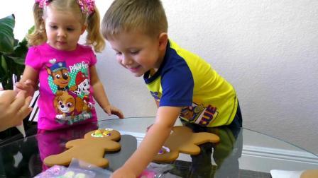 萌娃小可爱制作小熊饼干,小家伙加上奶油,萌娃:好香啊