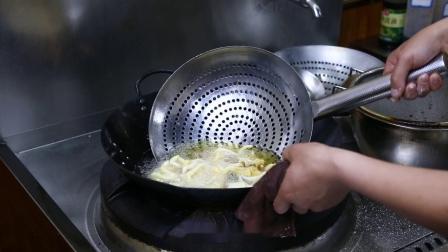 菊花鱼的做法-大厨教你做-想了解更多美食,清关注鼎园丰小吃培训。