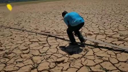 半年无有效降雨,云南元谋县上百水库干涸 ,裂缝比手臂还大 高清(480P)