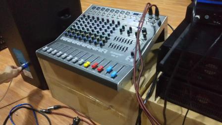 VR-12接线教程(两套话筒+防啸叫器).mp4