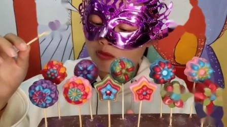 """吃货馋嘴:小姐姐吃手工""""六种花型创意棒棒巧克力"""",是我向往的生活"""
