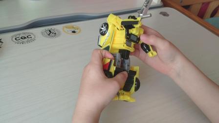 龙宝玩具解说变形金刚之--铁皮 飞毛腿 合体战争