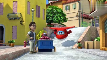 超级飞侠:小男孩的热狗车很快呐,可是他飞出了赛道.mp4
