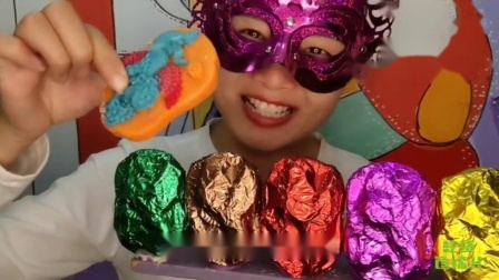 """吃货馋嘴:小姐姐吃手工创意""""天使撒花巧克力"""",图案有爱,一口下去真过瘾"""