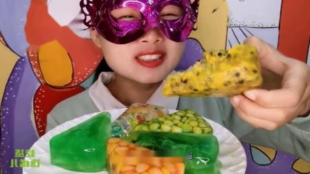 """吃货馋嘴:小姐姐吃手工""""百香果玉米披萨空心彩冰"""",是我向往的生活"""