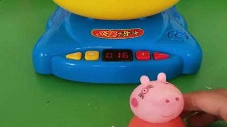 小猪佩奇玩具:乔治佩奇学习辛苦了,猪妈妈就给他们做了火锅,猪爸爸就偷吃完啦