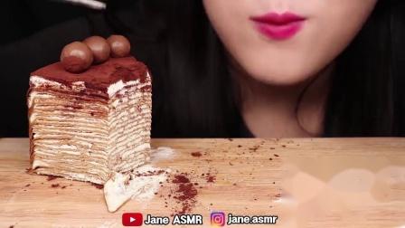 小可爱直播吃果冻、巧克力蛋糕、巧克力点心,听声音太馋人了