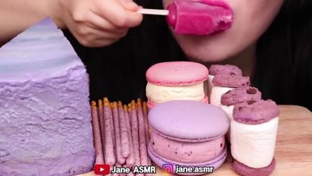 小可爱直播吃果冻、紫色马卡龙、巧克力棒、蛋糕,咀嚼声音真好听