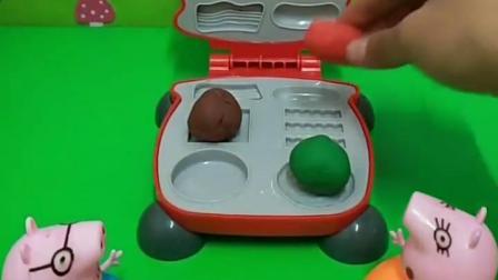 把粘土分给小猪一家,他们的颜色都不一样,他们做了一个大汉堡!