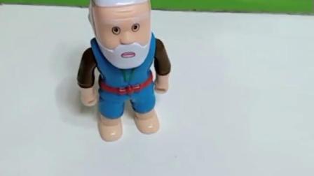 爷爷去给葫芦娃买东西,结果回来两个爷爷,葫芦娃打了真爷爷!
