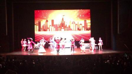 200525-11:09晁安雅 彩色庆典红色很酷 超人全家 陶美梦迪士尼乐园