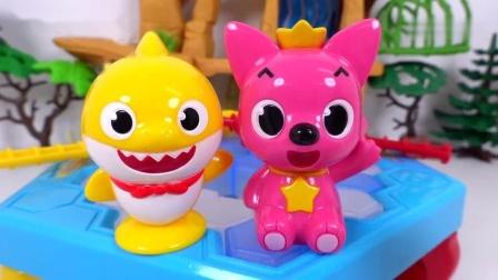 亲子益智早教玩具:鲨鱼宝宝和小企鹅pororo一起拆好玩的奇趣蛋