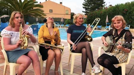 Gunhild Carling, 侄女們Nanna/Petronella/Linnea - Jazz Me Blues, from Italy