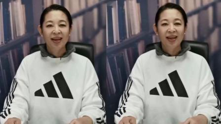 61岁倪萍很真实,穿运动服上直播气色太好,无奈皱纹暴露年纪