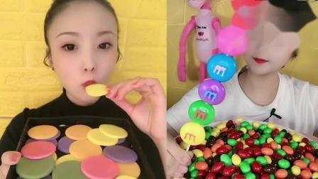 小可爱吃播:巧克力饼干、彩虹果冻串,看着就想吃