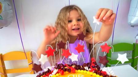 萌娃小可爱的爸爸一直忙工作,哥哥给小萝莉做了超美味的蛋糕!萌娃:好美味呀!