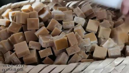 第23集:云南正宗古法巧家小碗红糖熬制流程,方块红糖脱模