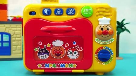 面包超人玩具故事 面包超人用语音微波炉加热早餐.mp4