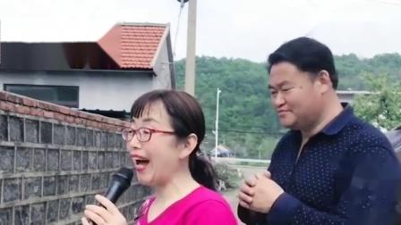农村小媳妇一首《婆婆也妈》唱得深情感人,有空常回家看看