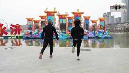 70岁老大妈大爷学跳鬼步舞《桥边姑娘》中老年人怎么能学会鬼步舞教学 鬼步舞全部步伐大全