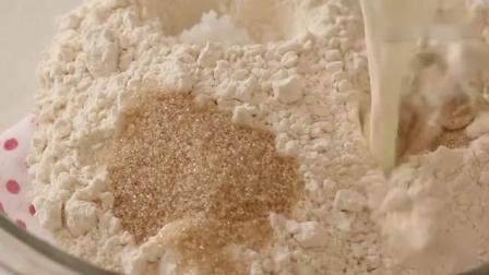 自制好吃的黄油面包卷,简易松软的早餐面包!.mp4