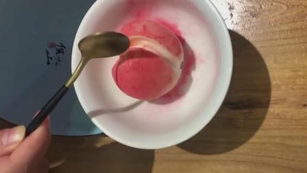 看了那么多仙桃奶冻的视频,就这个最实在,敲的稀巴烂