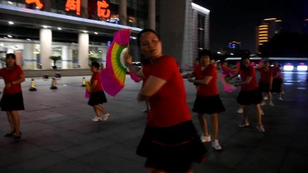 吴江人民剧院广场舞《红尘蝶恋》