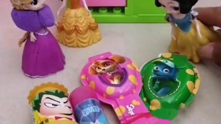 白雪公主屋里好多糖,原来是贝儿公主放里面的,尴尬了