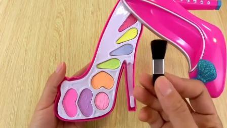 柔儿少:芭比娃娃高跟鞋和棒棒糖梳妆盒试玩