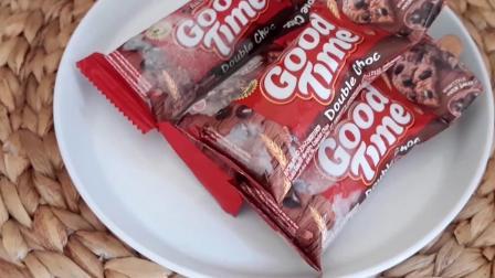 在家用牛奶和饼干制作营养美味的冰棒