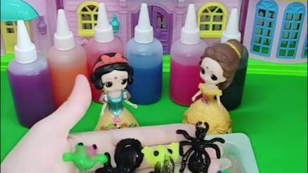 白雪和贝儿的作业完成了,两个人一起做水中小动物,小朋友们喜欢吗