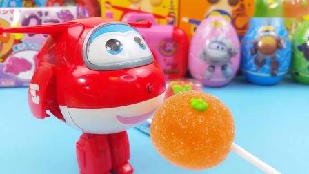 试吃超级飞侠零食大礼包,果味软糖棒棒糖和小猪佩奇饼干.mp4