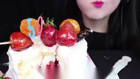 小可爱直播吃:果冻、水果奶油蛋糕,太的太香了