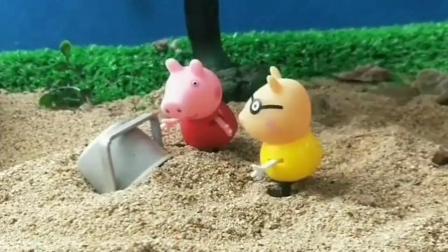 亲子益智玩具:小猪佩琪和朋友捡贝壳,见到一个桶,没想到是铁桶僵尸在睡觉