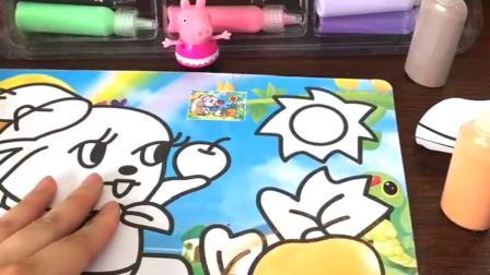 佩奇给小白兔上颜色,佩奇可真厉害,他画的胡萝卜真好看.mp4