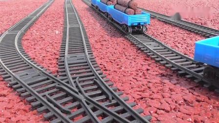 大小两款木材运输车厢组列,上下轨道行驶运行,火车模型玩具视频.mp4