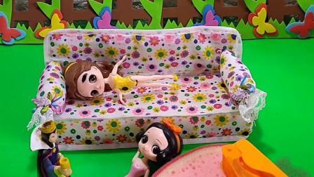 白雪公主睡觉打呼噜,贝儿公主睡不着,母后还给白雪公主买了糖
