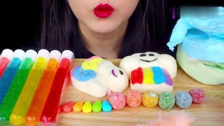 吃播:彩虹甜品看着就诱人,关键小姐姐咀嚼音也超棒