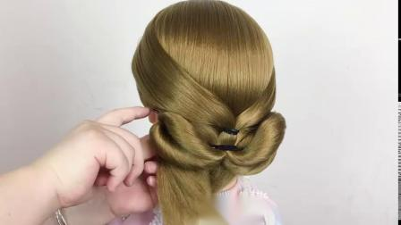 中年女人夏天怎么扎发,试试这款发型,清爽减龄显气质