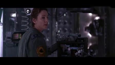 《黑洞表面》小伙忍不住触摸黑洞制造机,瞬间被强大的冲击波淹没.mp4