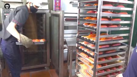 蛋糕店推出火红面包,一个6元顾客却不敢买,老板:纯天然的!