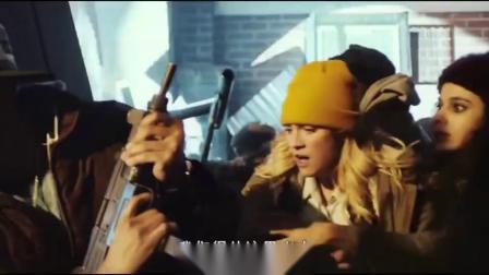 电影:美国德州闹,街上大批者,无辜民众被大肆机枪扫射