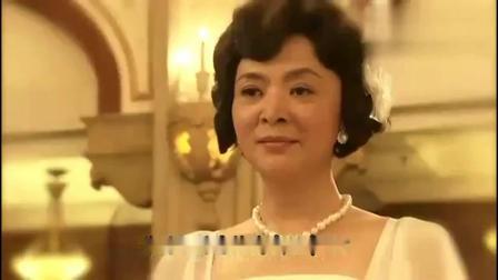 名媛望族:尔嫣拿出卓万送她的胸针,表示最舍不得放下,两人相拥