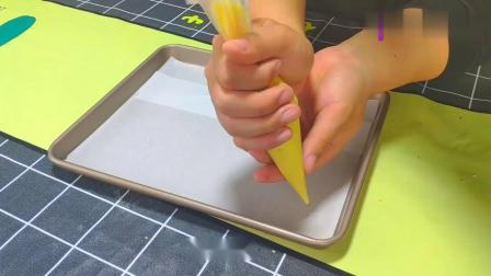 宝宝辅食:蛋黄饼干做法,金黄松软,特别适合宝宝吃