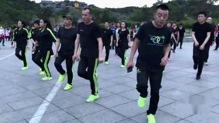 曳步舞太难学?那是你没找对方法,广场舞大爷与年轻人版鬼步舞教学 一步一步教鬼步舞背面视频教程