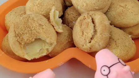 给小猪一家人做泡芙,可是里面的奶油都不见了,原来是乔治吃的