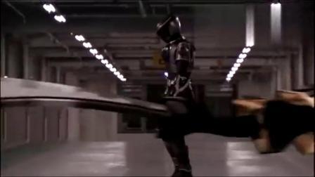假面骑士名场面龙骑王蛇被龙牙搞掉契约兽之后,又被白鸟补刀而!