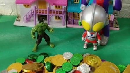 小奥特曼没有硬币巧克力,小绿巨人主动和奥特曼分享.mp4