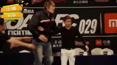 韩国巨兽挑衅泰森,侮辱中国功夫,却被1米55小萝莉打败